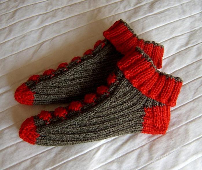 给朋友女儿织的袜子