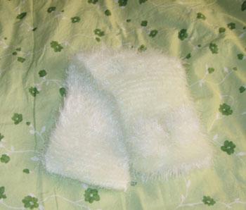 给妹妹编织的小围巾,加了两个小绒球,嘻嘻。