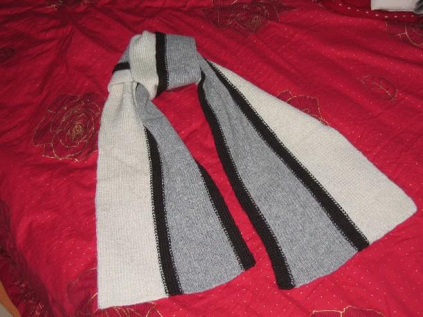 这是为老公织的,可是他说男人不带围巾,大多数时候都闲置。