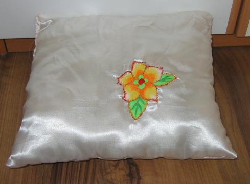 偶的丑作.给宝做的贴布锈枕头