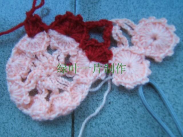 然后有右往左钩前面的上半个花瓣