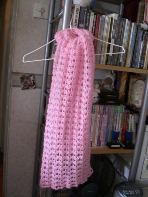 這是小雨媽媽的長兔毛,125CM短圍巾,3.25MM勾針,二兩半線,下過水了,不褪色、不縮水,軟的,掉毛不多。