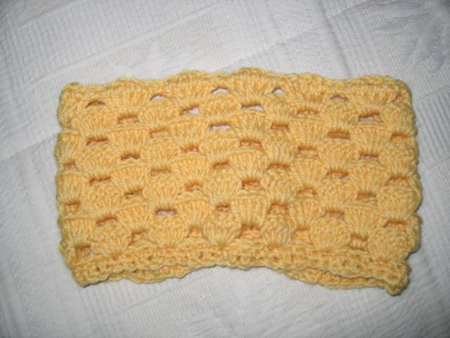 剩了点黄色纯毛线,给自己来了条滑雪时用来箍头发的发带