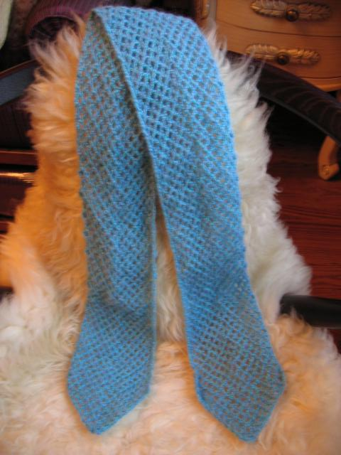 天蓝色马海毛钩的小领巾