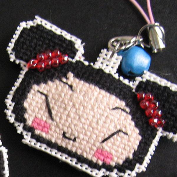 中国娃娃辫子上也是珠珠装饰的,很漂亮哟