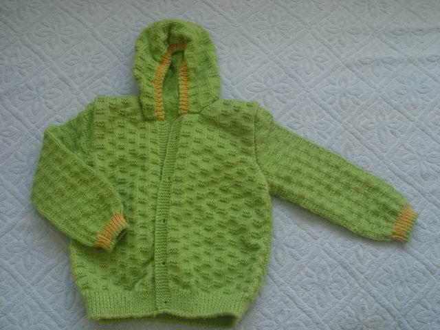 绿色的带帽衫