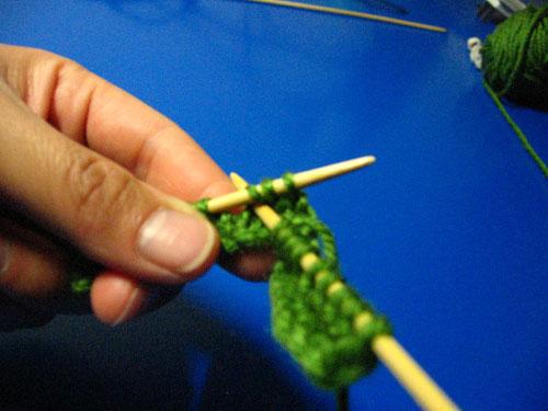 步骤二:这里主要说一下类鱼骨的织法,每个类鱼骨三针,从右到左分别先织第三针,第一针,第二针