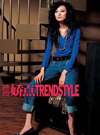 1:v领蓝色毛衣