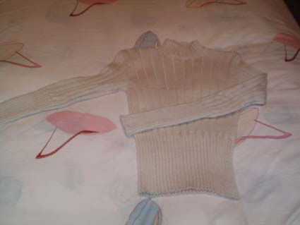去年织的白色毛衣,样子很简单!