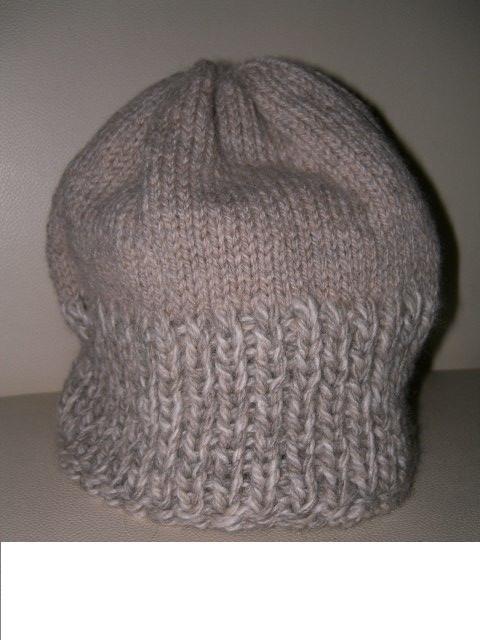這個帽子上半段是新上場的偶尔姐姐賣的牌子OLYMPUS,JAMES DEAN 的E 系列,她應該沒有出售的。呵呵,這是全