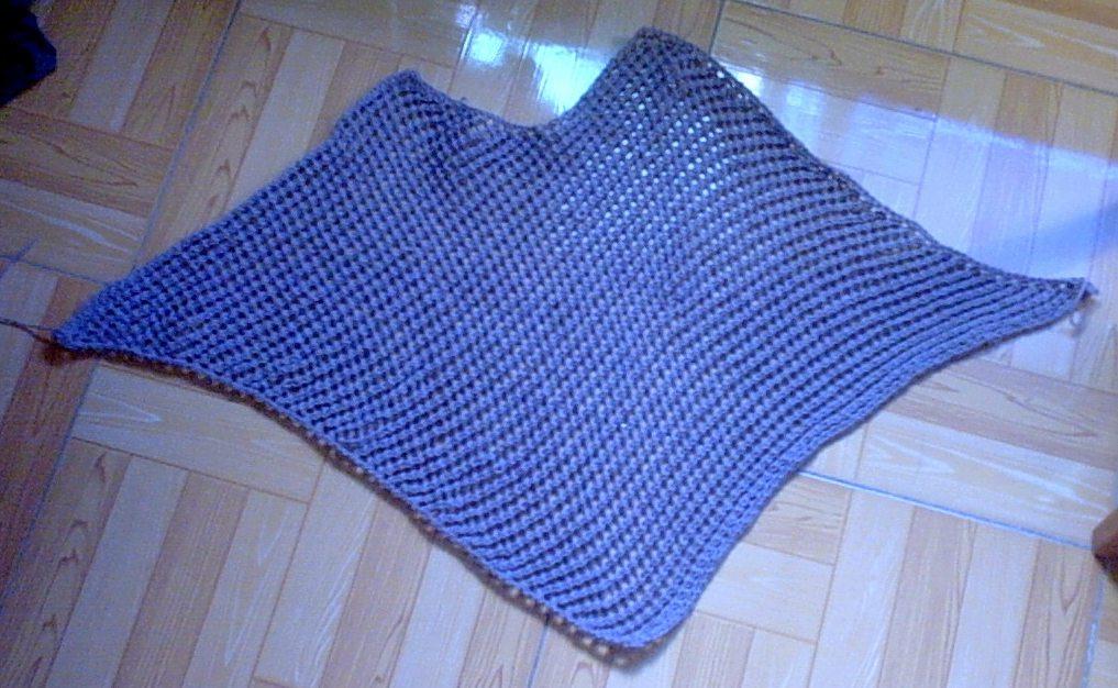 最后形成一片,再织第二片,把两片缝在一起,把边边钩一圈。加上流苏就行了。