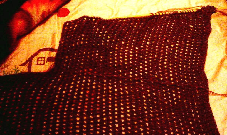 织到与你刚才收针的长度30行(15个洞)着不多时就收,就形成了一个缺口了。