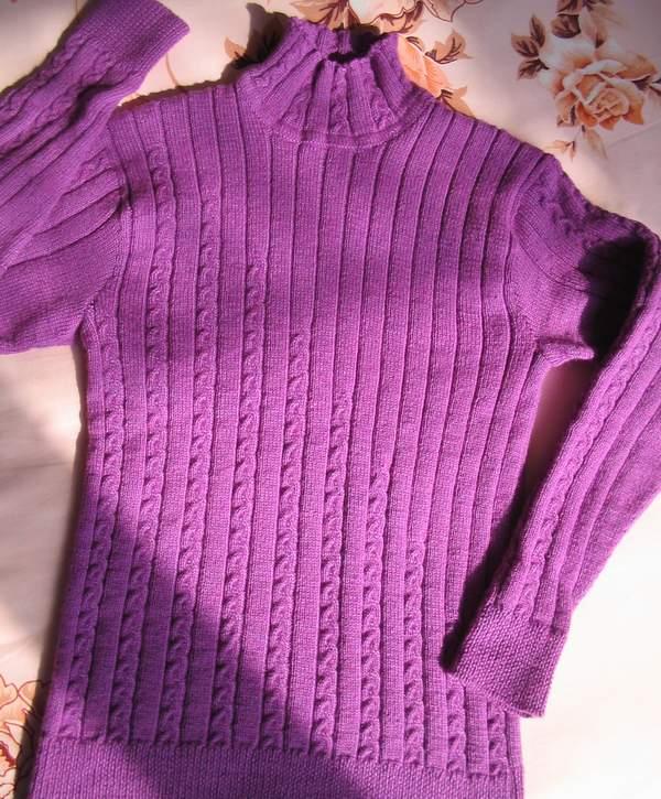 流行MM043紫色羊绒纱线(三股)织成的,可能用了9两吧