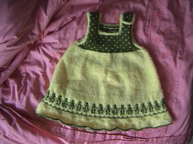 给外甥女织的套裙(吊带的哦,哈哈)