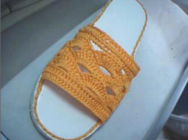 这是我第一次钩的拖鞋。献丑了。