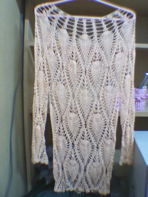 这件衣衣也有很多人钩过,不过我把底下部分改了一下,似乎更好看一点,对不?这是用冰丝钩的,买了很常时间
