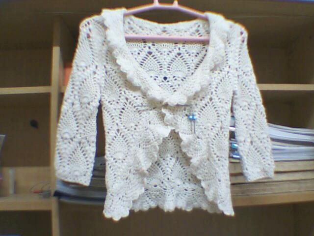 这件衣衣很多人都钩过了,就不多说了,不过可惜小了一点,只好给侄女穿了
