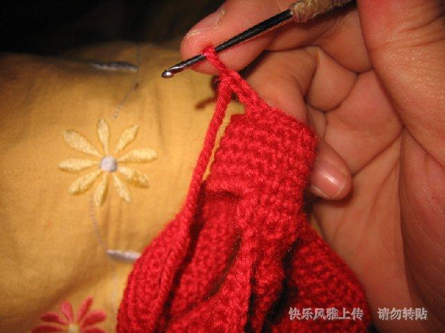 先钩三针辫子,开始钩菠萝花