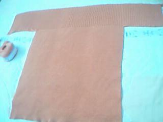 先织成一个丁字样,上即是领,织双罗纹,起400针,有80公分宽,织15公分长{我总觉得我织的太短了,可以织2
