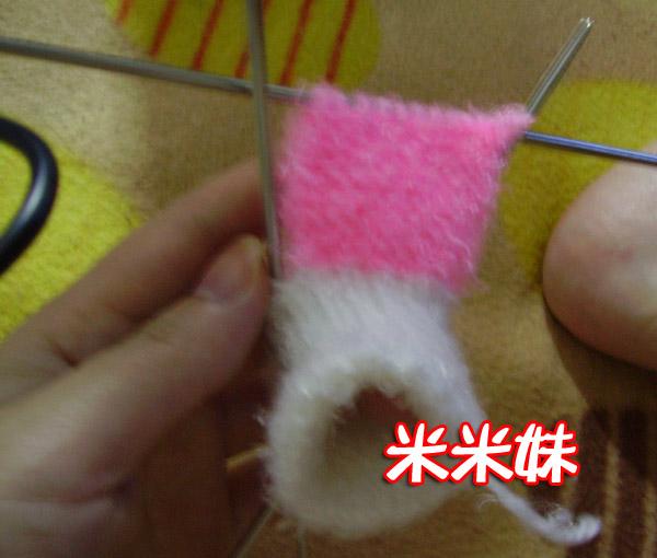 鞋面织3.5cm左右,为了使鞋头不显得梗板,鞋头处左右各收一到两针.就剩8-10针这样