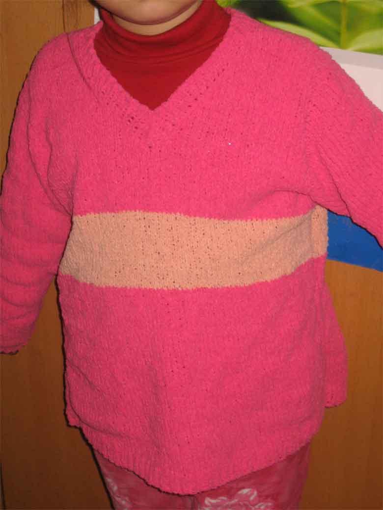 这件是她自己织的6岁女儿的毛巾线衣衣