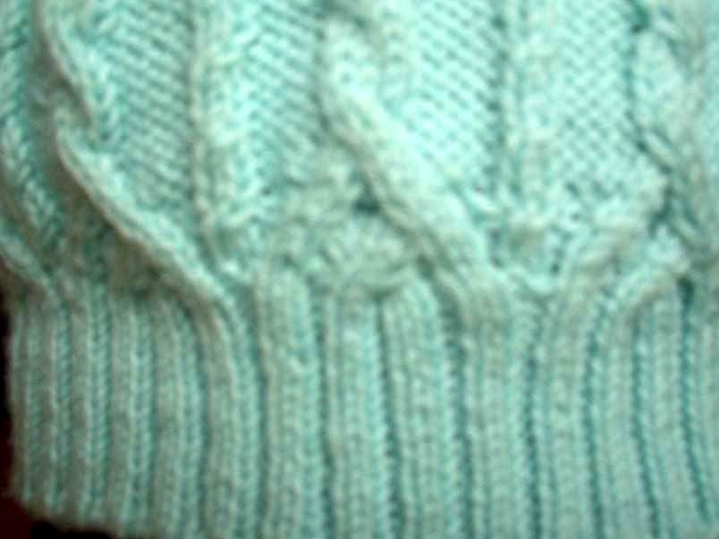 蓝毛衣服2.jpg