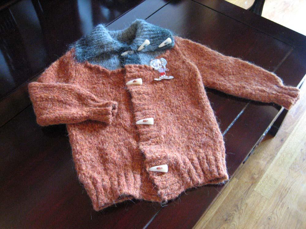 我女儿的,这是一件的,织成的假二件套的款式(门襟处理的不好,准备折了重新搞)