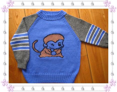 儿子属猴,老想给他织件小猴毛衣,终于完工了,表妹说这个小猴长得不如宝莲灯的小猴漂亮,呵呵,下次重来.