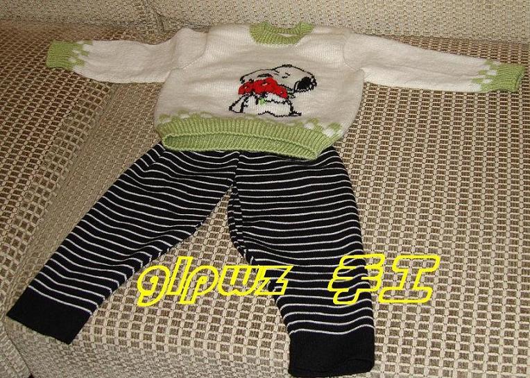 这件是妹妹织的,我绣的图,裤子是妈妈缝的