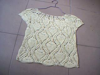 以前只会在织的衣服上加点花边,这件可以算是我的处女作了,很高兴能完工。只可惜大了点。