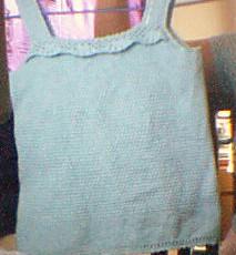 女儿的粉兰色吊带衣衣
