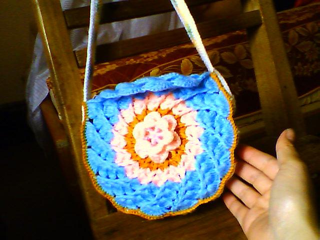 我的新作品:圆形花包正面