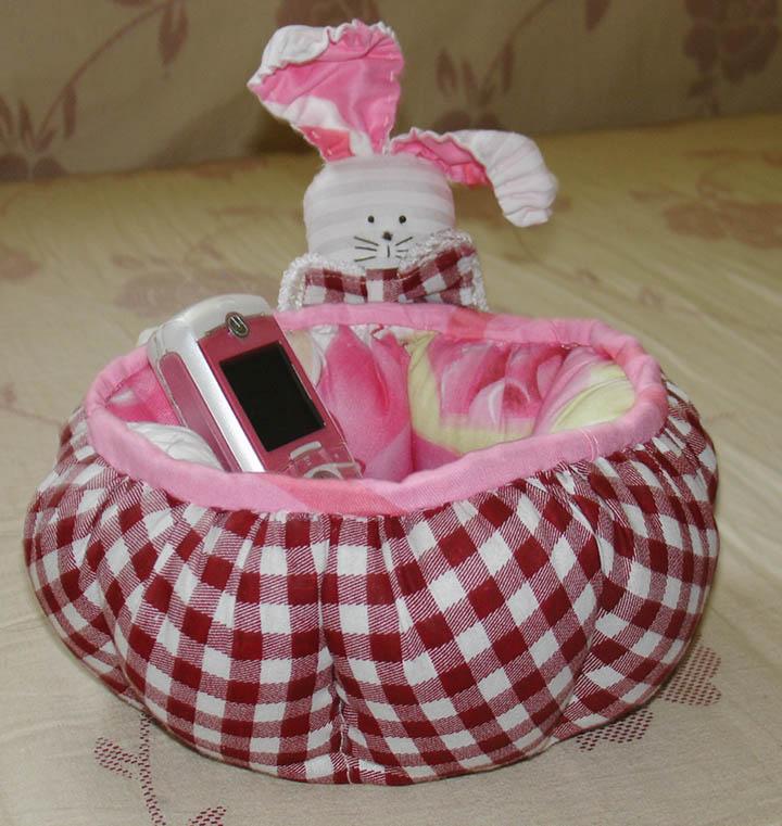 用来放手机和杂物的小兔置物筐,可爱吗?也是谢谢编织人生里的贴子,很详细,一步步的学着做的。