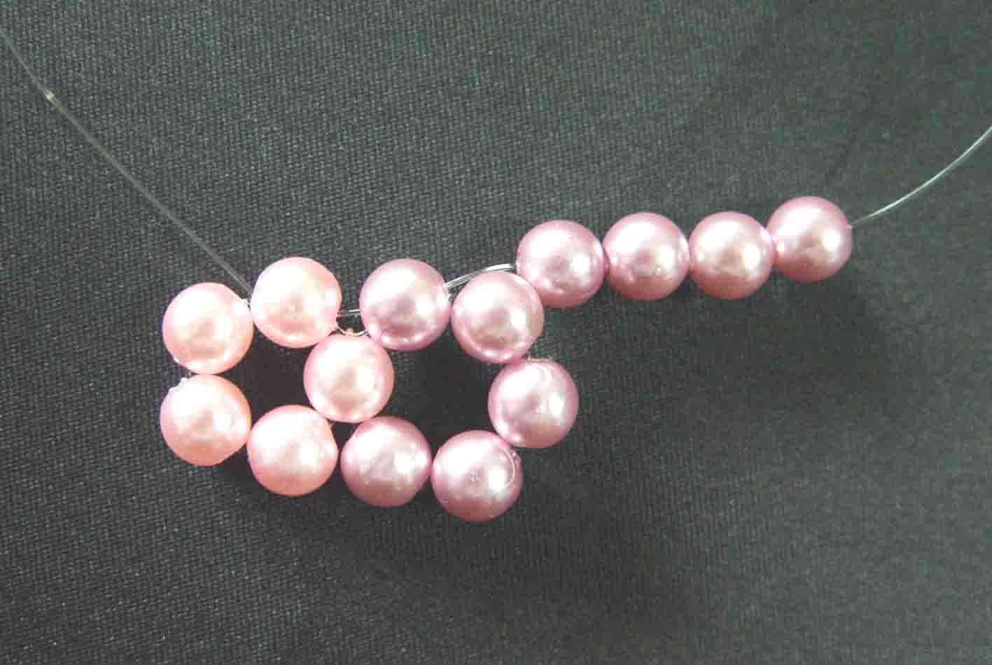 10、右边穿入4粒珠珠