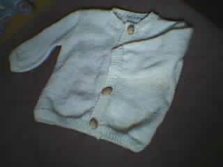 小孩衣衣,开衫的,背面是小熊