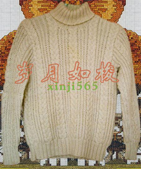 底边、领、袖口用两上两下配以整件衣服绞花编织,有一种粗旷的味道。