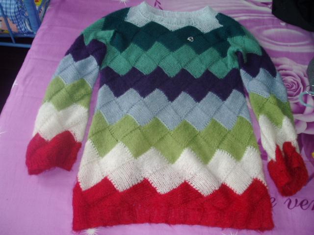 我的七彩毛衣,领子我嫌大就改小了一点!