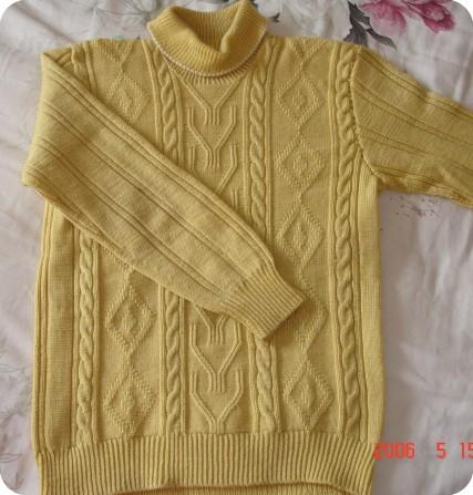 这件衣服是我的同学用手织的,我一直都不敢相信是真的,用手真的能织的如此平整吗?