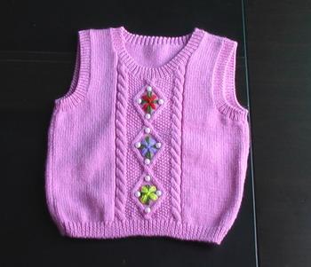 这件没图解,我也是照样子织的,不过很简单,就是麻花,最后绣点花和珠珠,应该很容易吧。