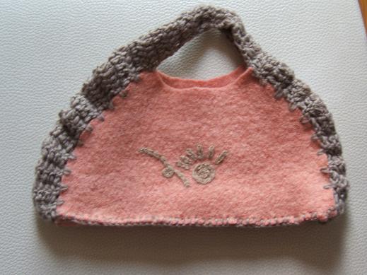 这是用的余了做的小提袋,简单实用哦