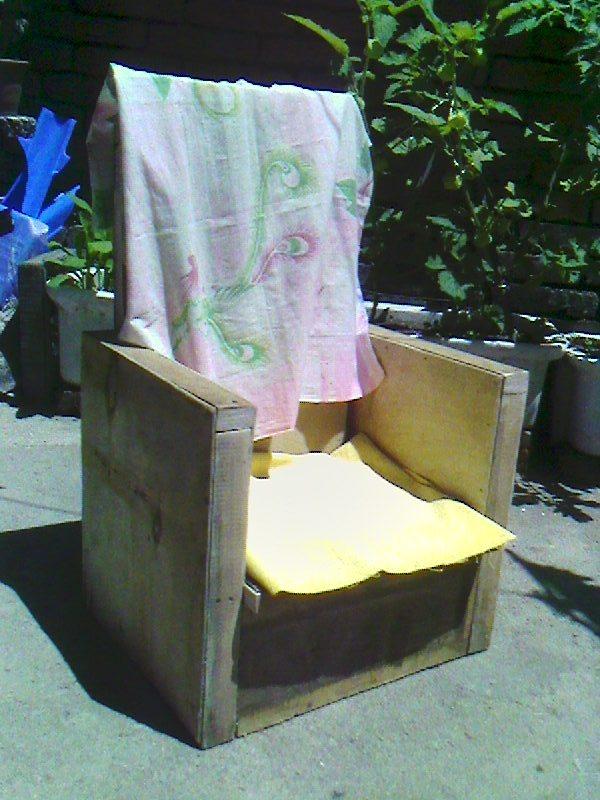 我找了一片薄海棉准备包靠背