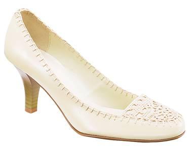 白色钩花皮鞋-20060721.jpg