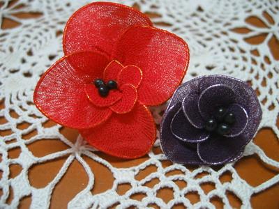 黑海绵玫瑰花和丝网花