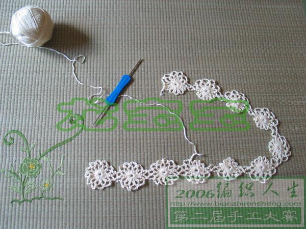 是竖着钩花样的,因为极少钩,所以没数,虽然走向清楚了,但一个花的大小不清楚,所以先起头钩了二个身长