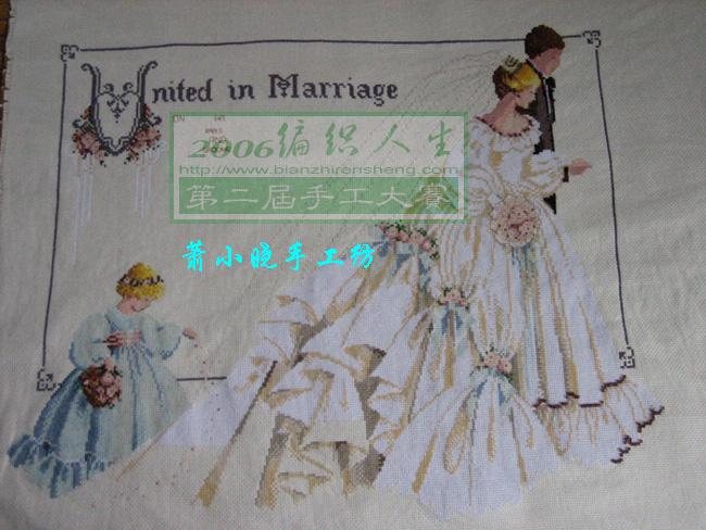 第一幅过程图。(裙子白色部分还没绣呢。)