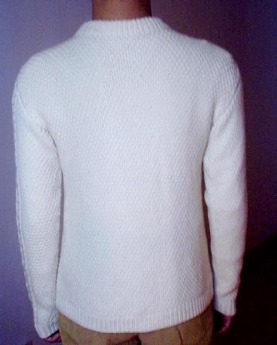 白毛衣背面