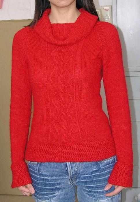 大红套头衫  这是用迷云的线线织的,与小坎肩是同一个线线的。八两线线织了两件衣服,呵呵,再加上半斤马毛