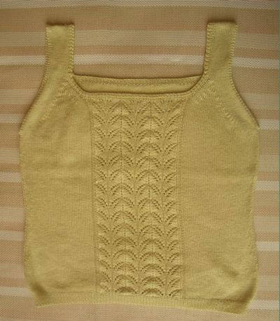 brier家的天丝羊绒芽黄色,32支纱3股13号针织的,不到2两线。