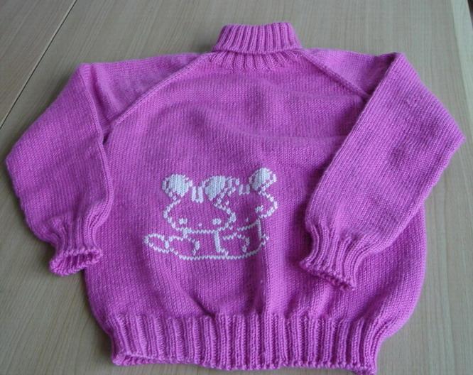 帮同学女儿织的,在单位偷偷锈了只兔子