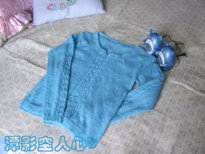 蓝色马海毛织的,现在还有人织马海毛吗,老妈说我老土了,现在人都织羊绒的
